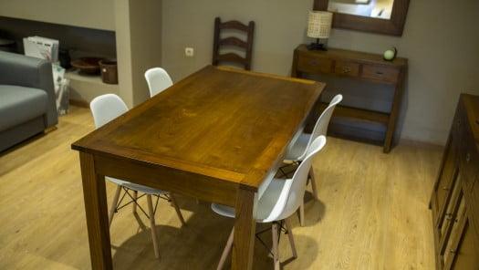 Tienda mobiliario. Mesas y sillas. Puigcerda. Muebles Llombart.